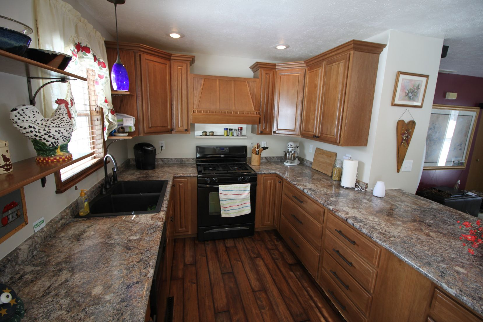 2018 Quartz Countertops South Bend Indiana Small Kitchen Island Ideas With Seating Check Unique Kitchen Backsplash Small Kitchen Island Modern Kitchen Design