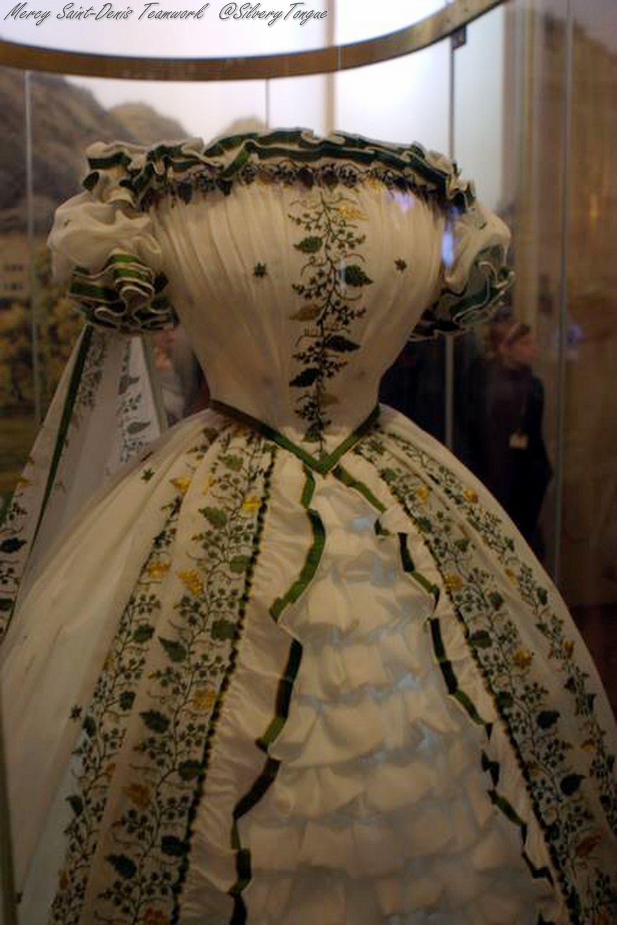 Sisi Museum, Vienna....Dress worn by the Empress Sisi | sisi ...
