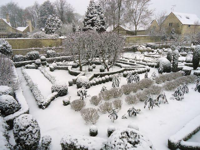 Barnsley House potager under snow - tjek strukturen ud til opbygning af køkkenhave