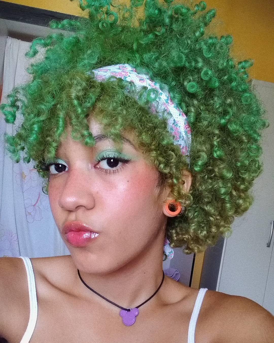 Vou . . . . . . . . #exo_l #aesthetic #kawaii #kawaiigirl #kawaiihair #cute #hairstyle #aestheticmakeup #softgirl #soft #alternative #alternativegirl #edges #edgestutorial #babyhair #hairedges #curlyhair #softpink #greenhair #glow  #cutie #cutehair  #cabelocacheadocolorido #cabelocolorido #naturalhair #cabeloverde💚 #naturalhairloves #cabeloverde  #verde #green