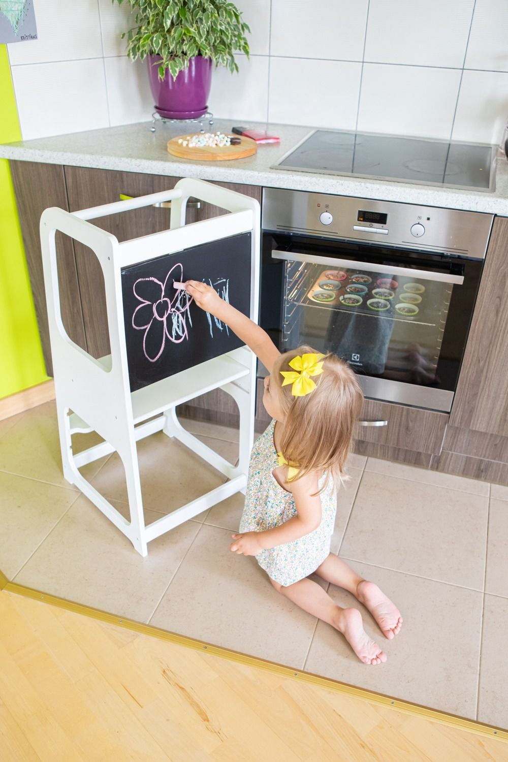 Learning Tower Kitchen Helper Kitchen Stool With Blackboard