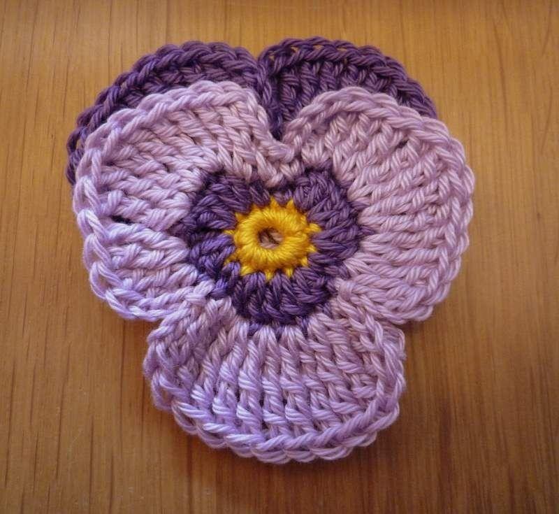 viooltje haken   Haken   Pinterest   Häkeln, Blumen aus Knöpfen und ...