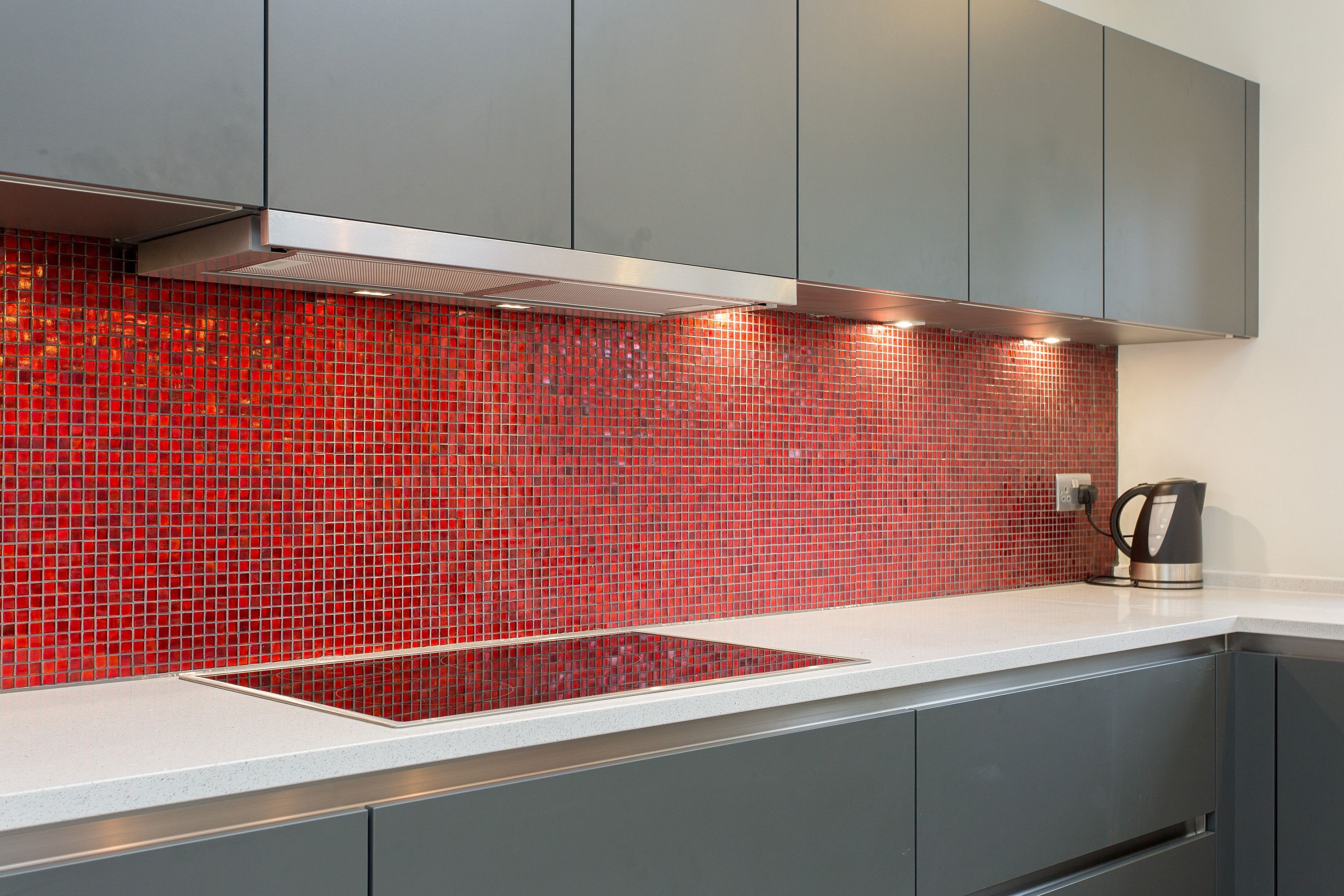 Bauformat Grey Handleless Kitchen With Red Mosaic Tile Splashbacks