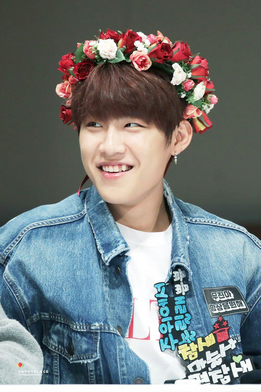 Wanna One Park Woojin Artis Seni