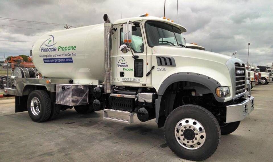 Mack Granite 4x4 fuel truck | Vehicles Inspirations - Big