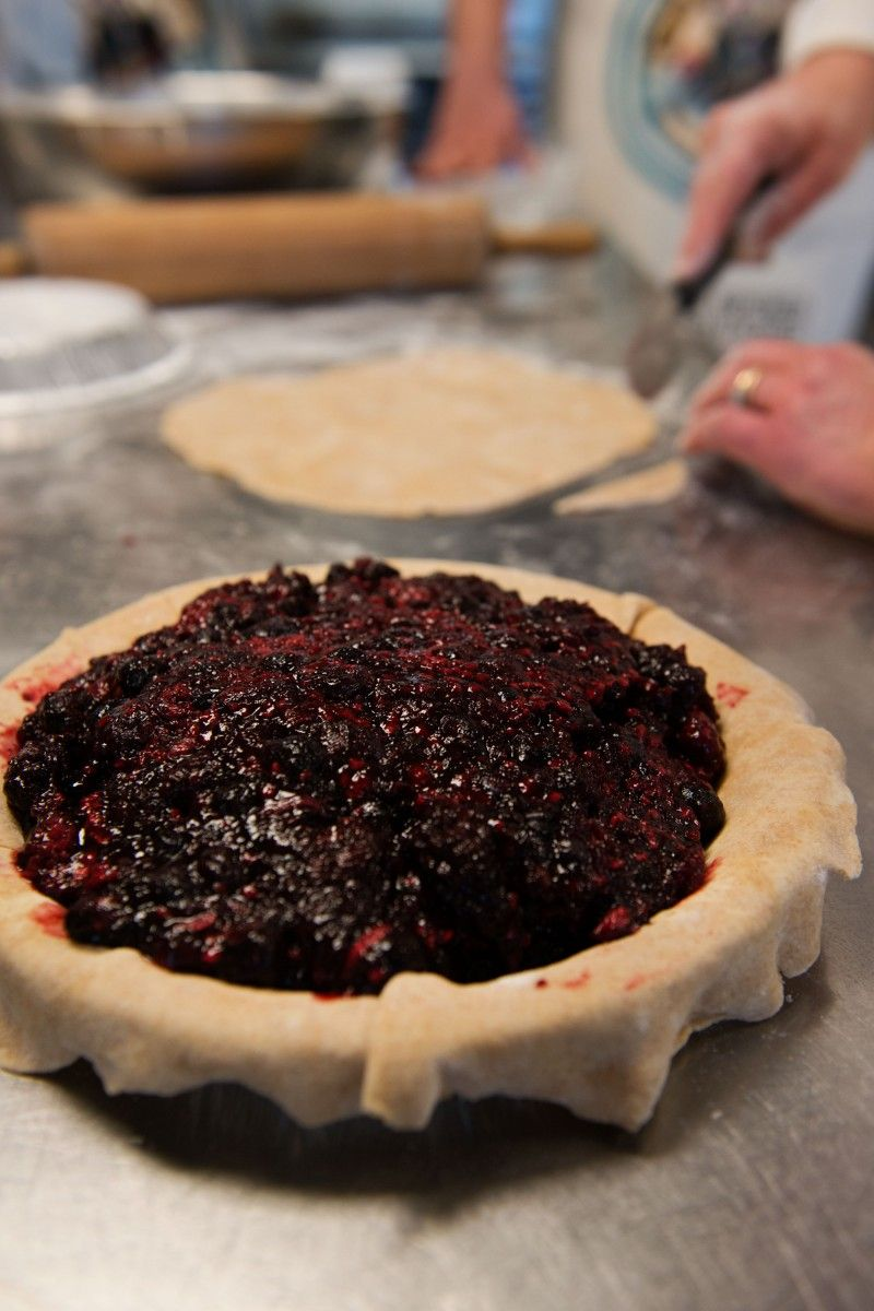 Garlic my Soul: Baking for Good. Mixed berry and apple pies were served at PATH shelter in Los Angeles.  #bakeforgood
