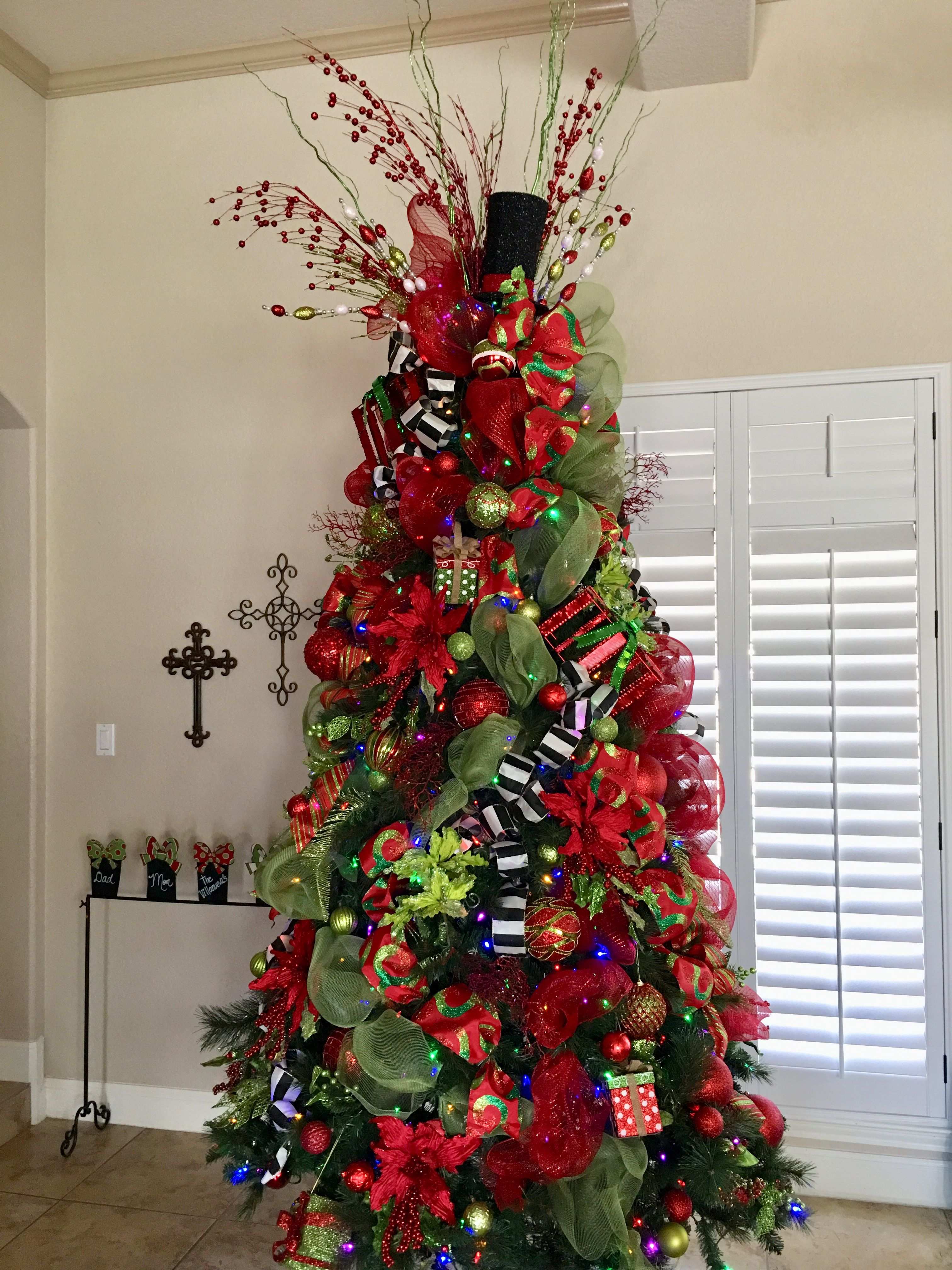 Red Green Black And Gold By Dary Resendiz Christmas Colour Schemes Green Christmas Tree Gold Christmas Tree