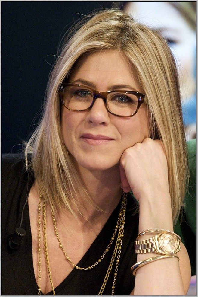 A Look at Trendy Hairstyles for Women Over 45 with Glasses | Trendy ...
