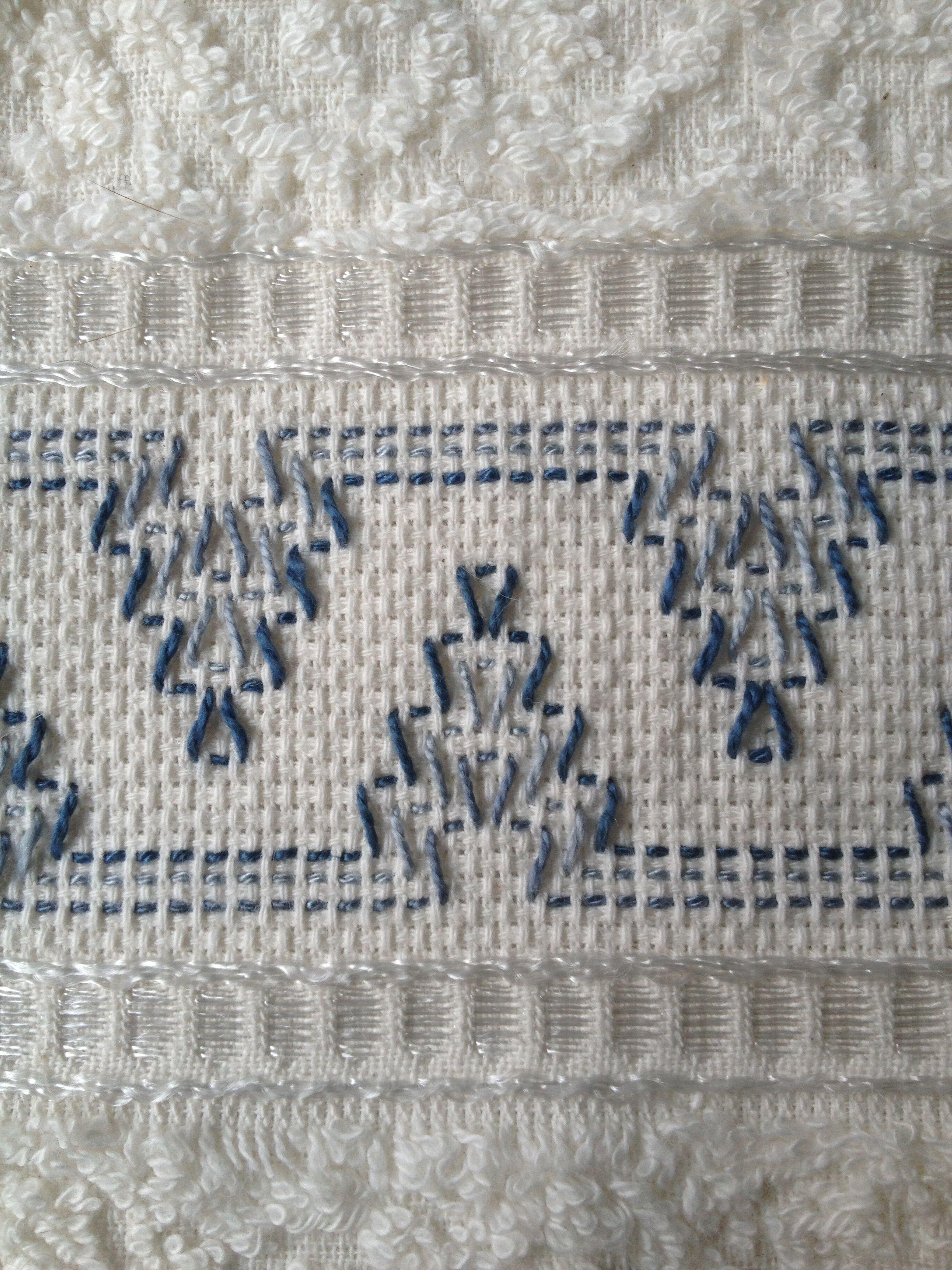 Swedish Huck embroidery on a hand towel. | Punto filza | Pinterest ...