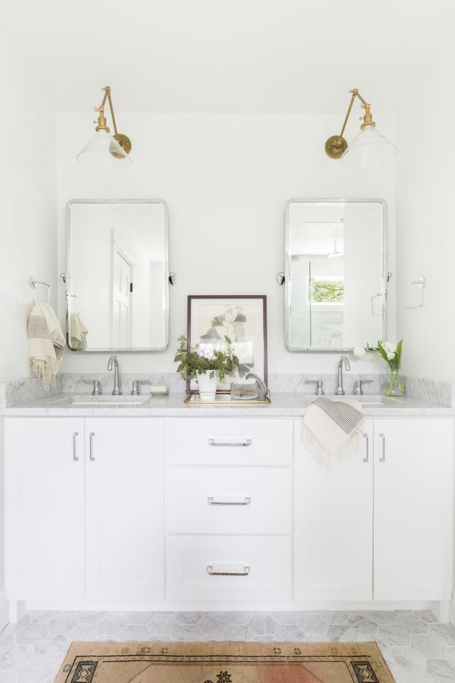A Home That Nails The Bright And Airy Aesthetic Home Benjamin Moore Paint Colors Bathroom Bathroom Interior Design