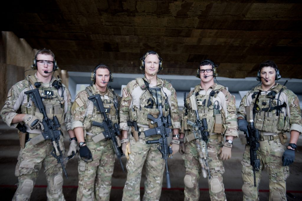 Applesauce needs GEAR Clothing / Gear Men in uniform