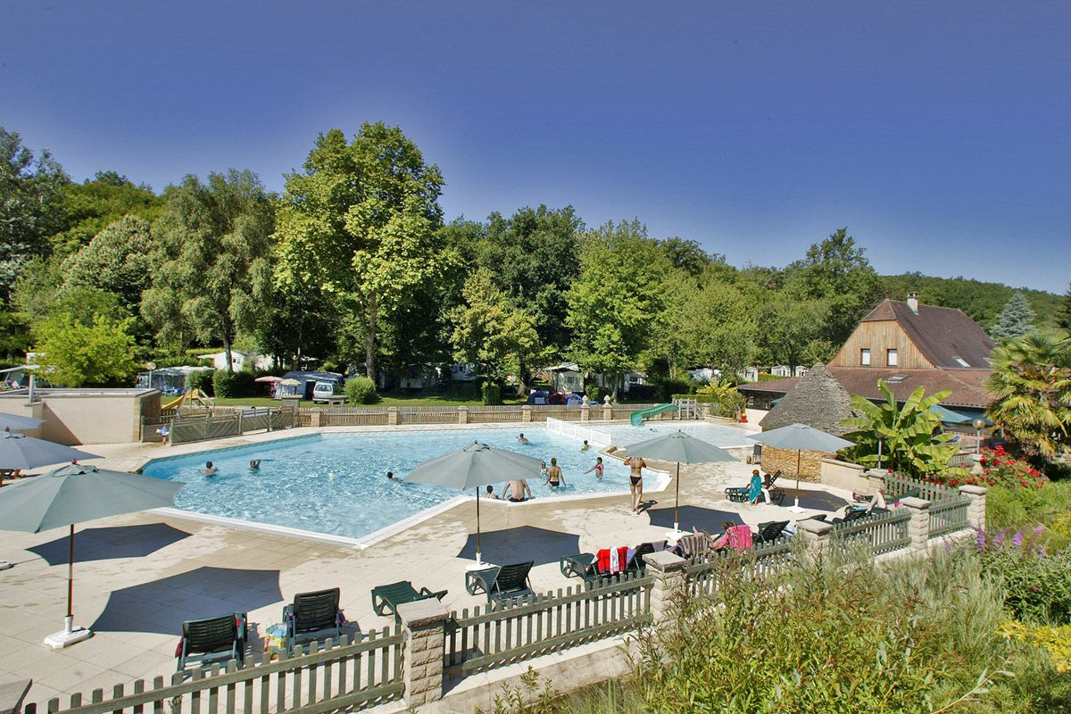 Camping Capfun Emplacementsdecamping Le Merle Roux Dans La