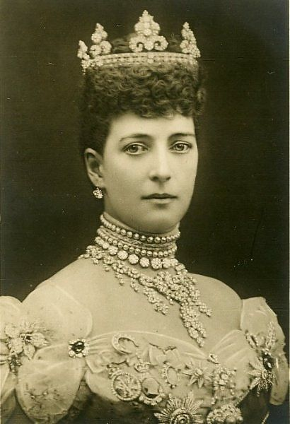 Alexandra wearing the Rundell tiara (her wedding present from her groom) & a few other jewels.......{INTERESTING}