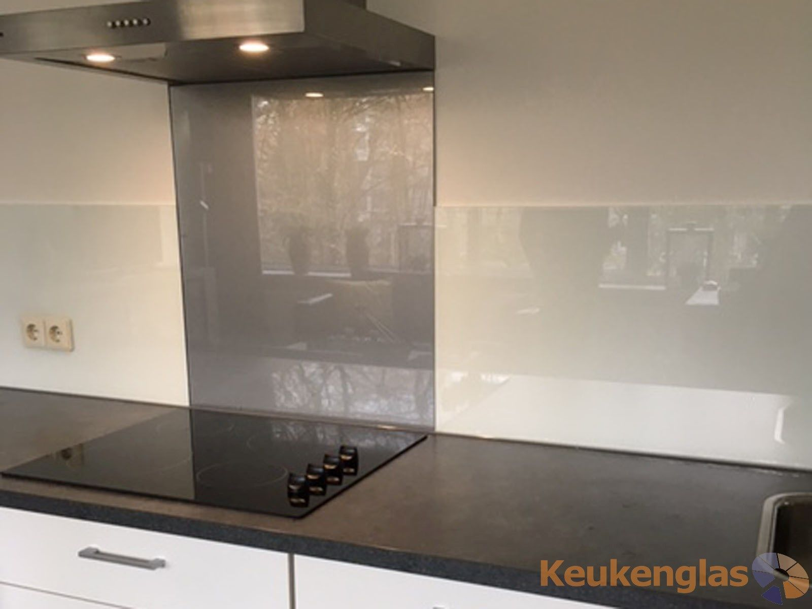 Keukenwand wit met metallic