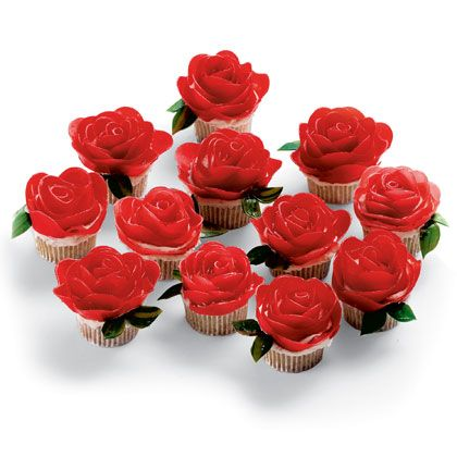Mini Roses Cupcakes I Made These For A Valentine Party Last Year They Were Bit Fussy To Make But Oh So Cute La Bella Y Bestia Pinterest
