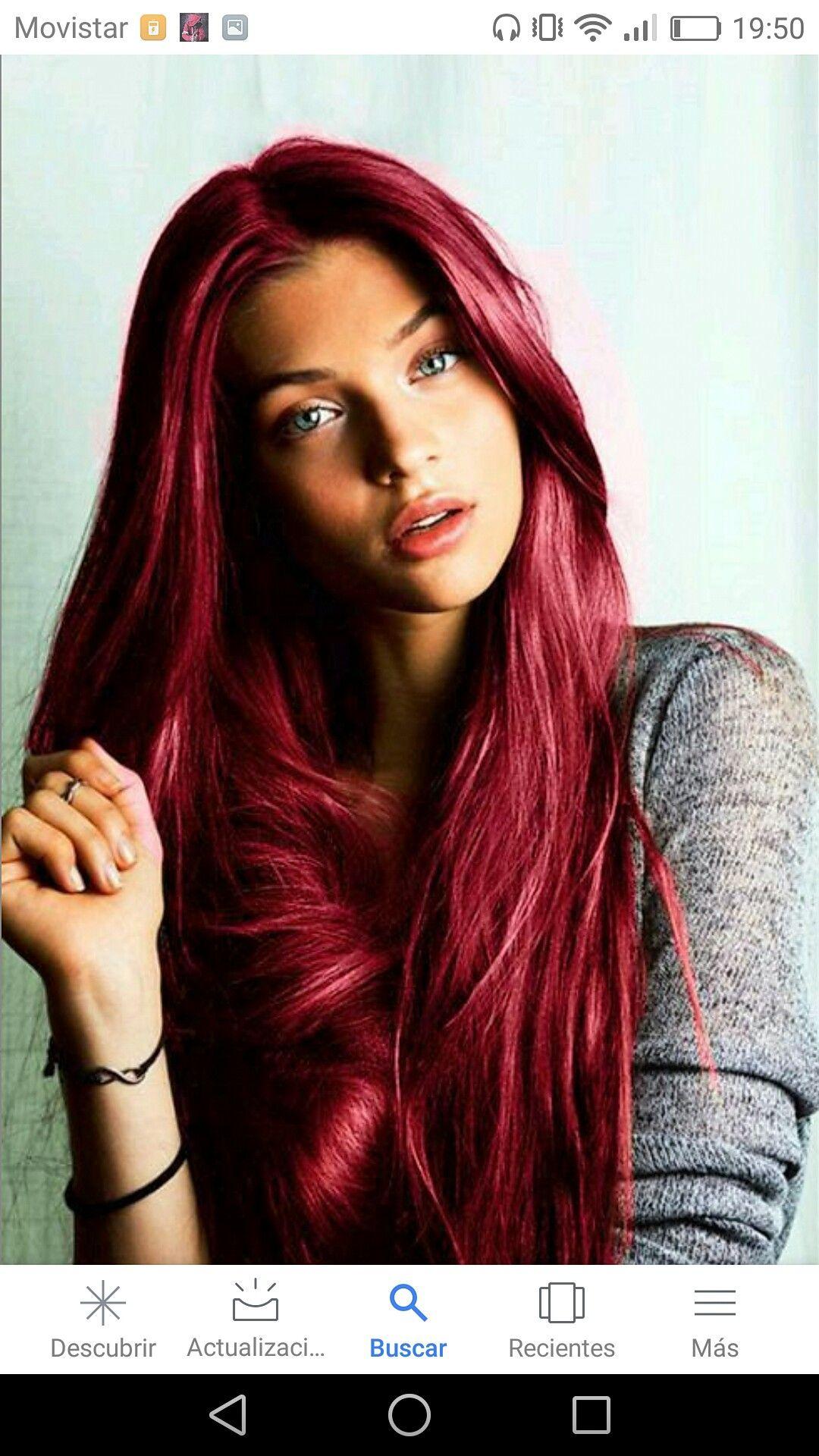 Morenas con cabello color rojo