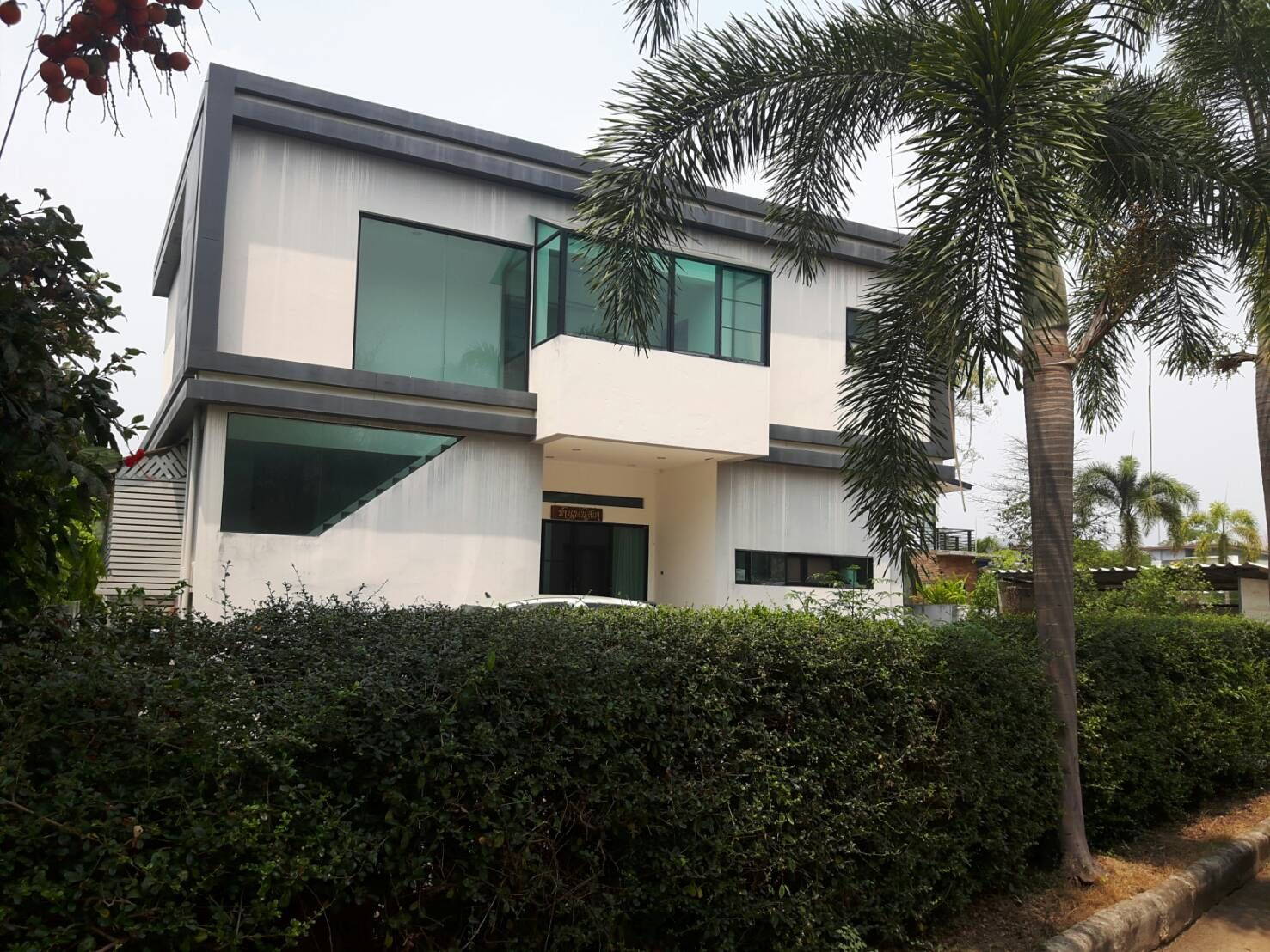 Windows Can Be Not Only Square Or Rectangle Shaped House Styles Beautiful Homes Outdoor Decor
