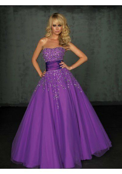 I don't know what is more fabulous, the dress or the model?!?! royal purple prom dress