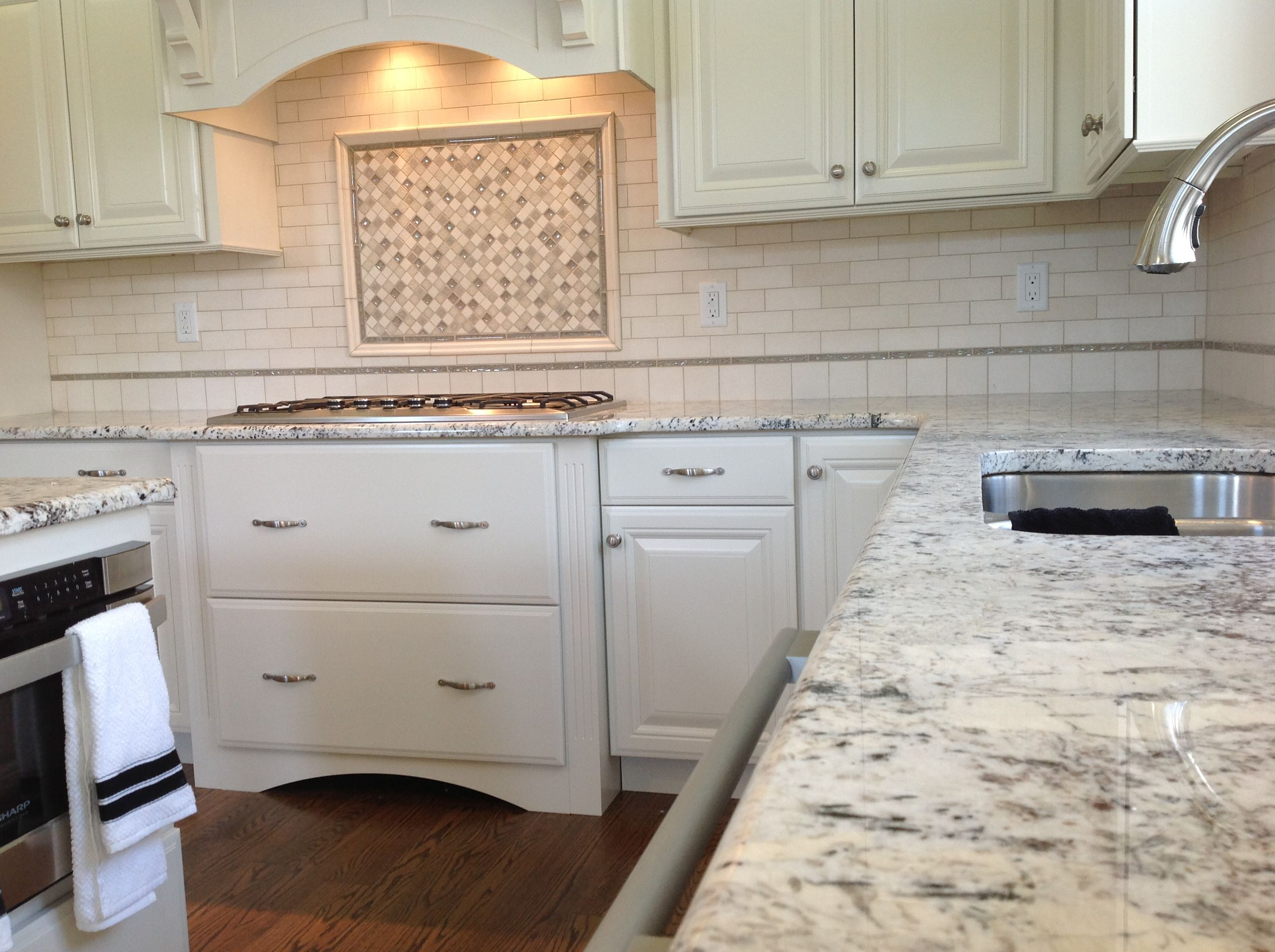 Tantrum Glass Backsplash Subway Backsplash With Framed Highlight Over Cook Stove