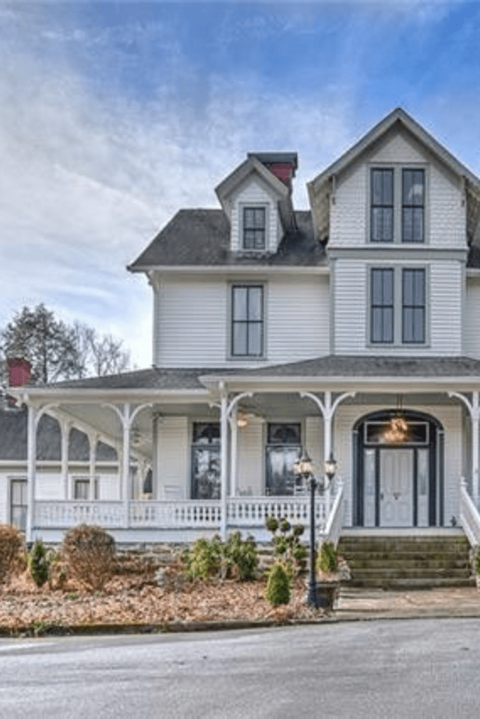 1865 Victorian For Sale In Hendersonville North Carolina Captivating Houses Victorian Homes Farmhouse Remodel Ranch House Remodel