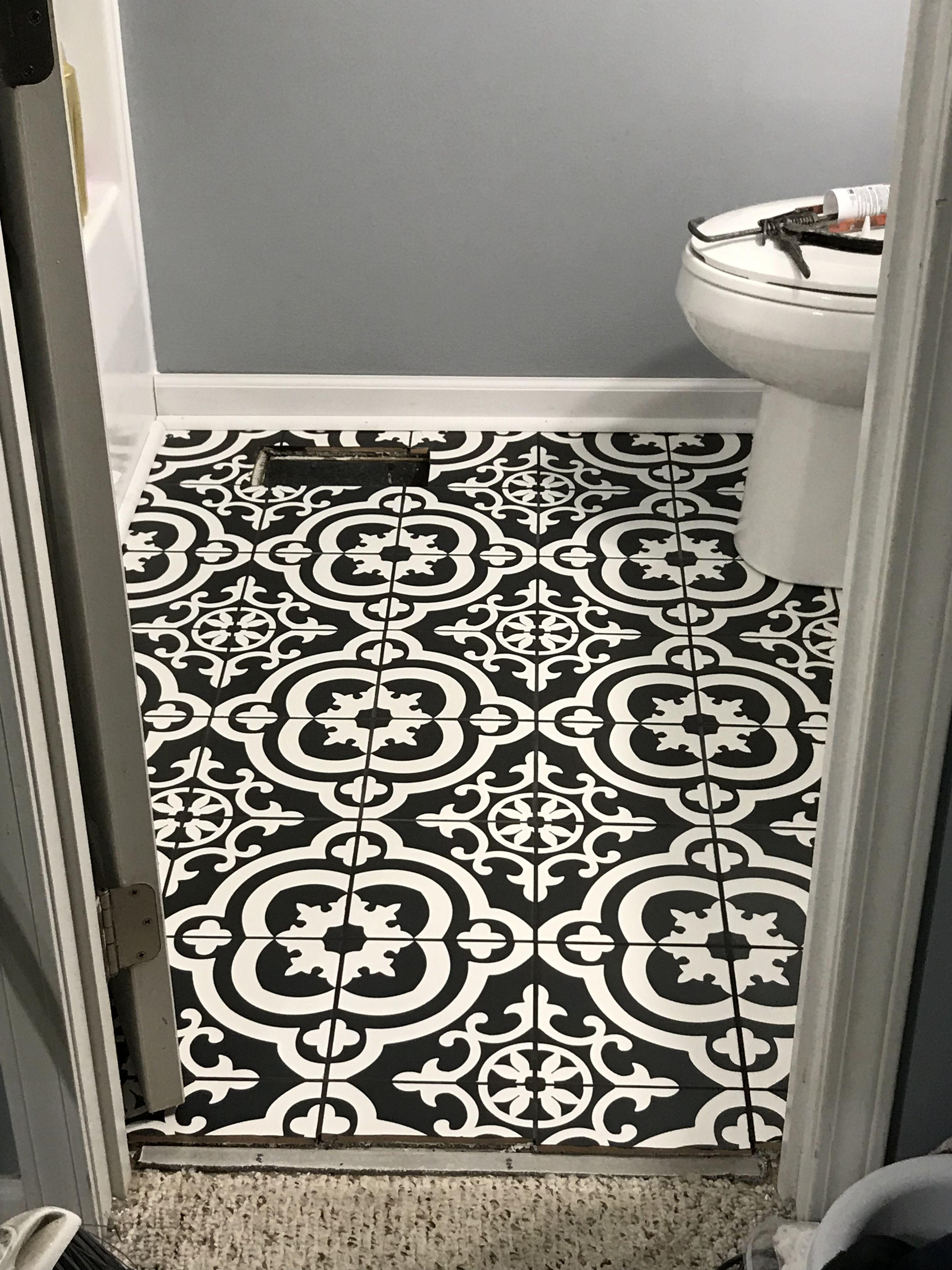 black and white ceramic tile floor i
