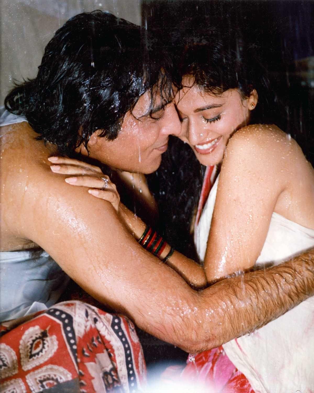Retro Bollywood | Bollywood, Hot romance, Bollywood actress