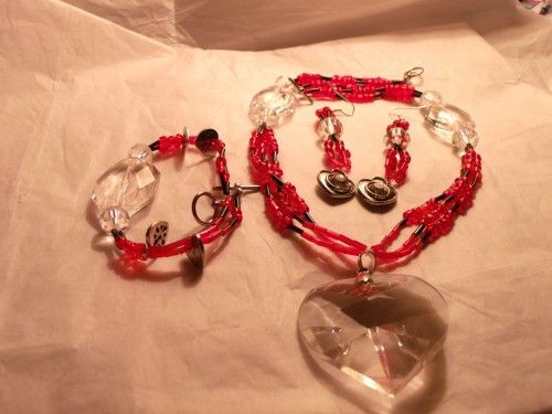 Hearts necklace bracelet and earring beaded set in clear red and black  http://www.artfire.com/ext/shop/product_view/Lil_Panther_Creations/4686628/Hearts_necklace_bracelet_and_earring_beaded_set_in_clear_red_and_b/Jewelry/Sets/Beadwork#