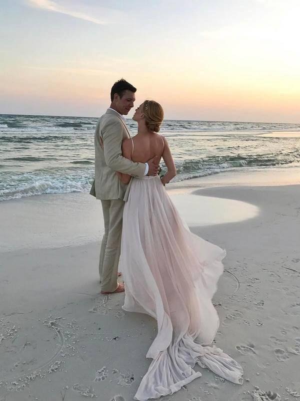 20 Of The Prettiest Beach Wedding Photo Ideas Beach Wedding Photos Beach Wedding Pics Lake Wedding Photos
