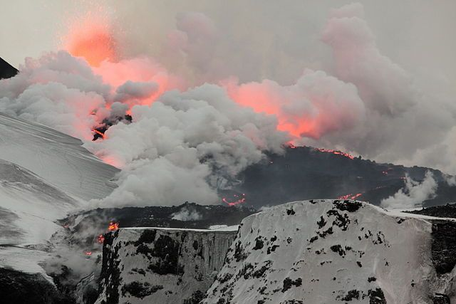 During the 2010 eruption of Eyjafjallajökull, the nearby 2nd fissure on Fimmvörðuháls erupts. Lava flows north, turning snow into steam. / Attribution Henrik Thorburn
