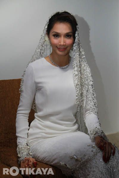 I So Love This Simple But Very Gorgeous Elegant Baju Worn By Scha I Visualised Wearing This Kind Of Baju With Short P Nikah Outfit Dress Culture Nikah Dress