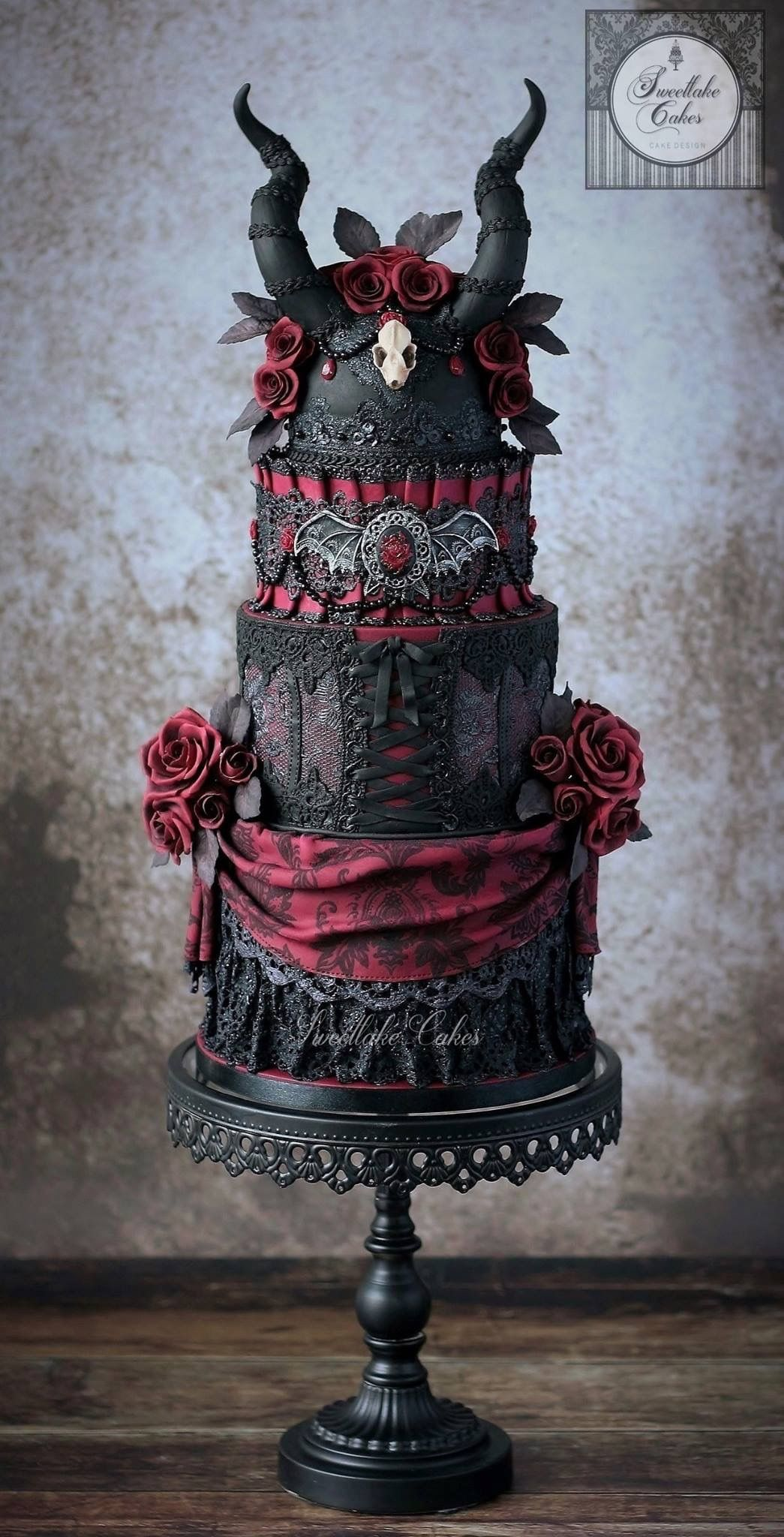 Zombie wedding decorations  Pin by Bev Seal on Alternative Wedding Cakes and Treats  Pinterest