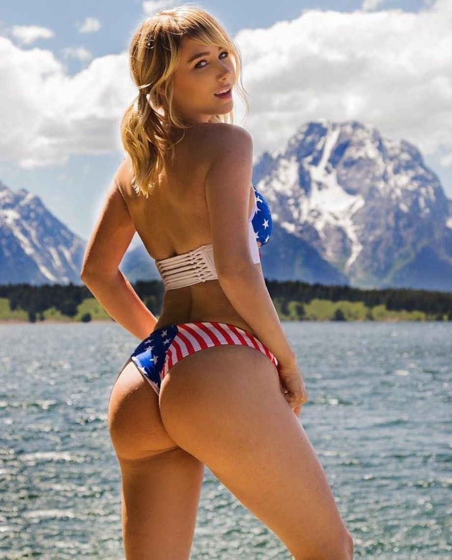 0575bce52ff01 50 Mind-Blowing Photos of Sara Jean Underwood Flaunting Her Voluptuous Body  Parts
