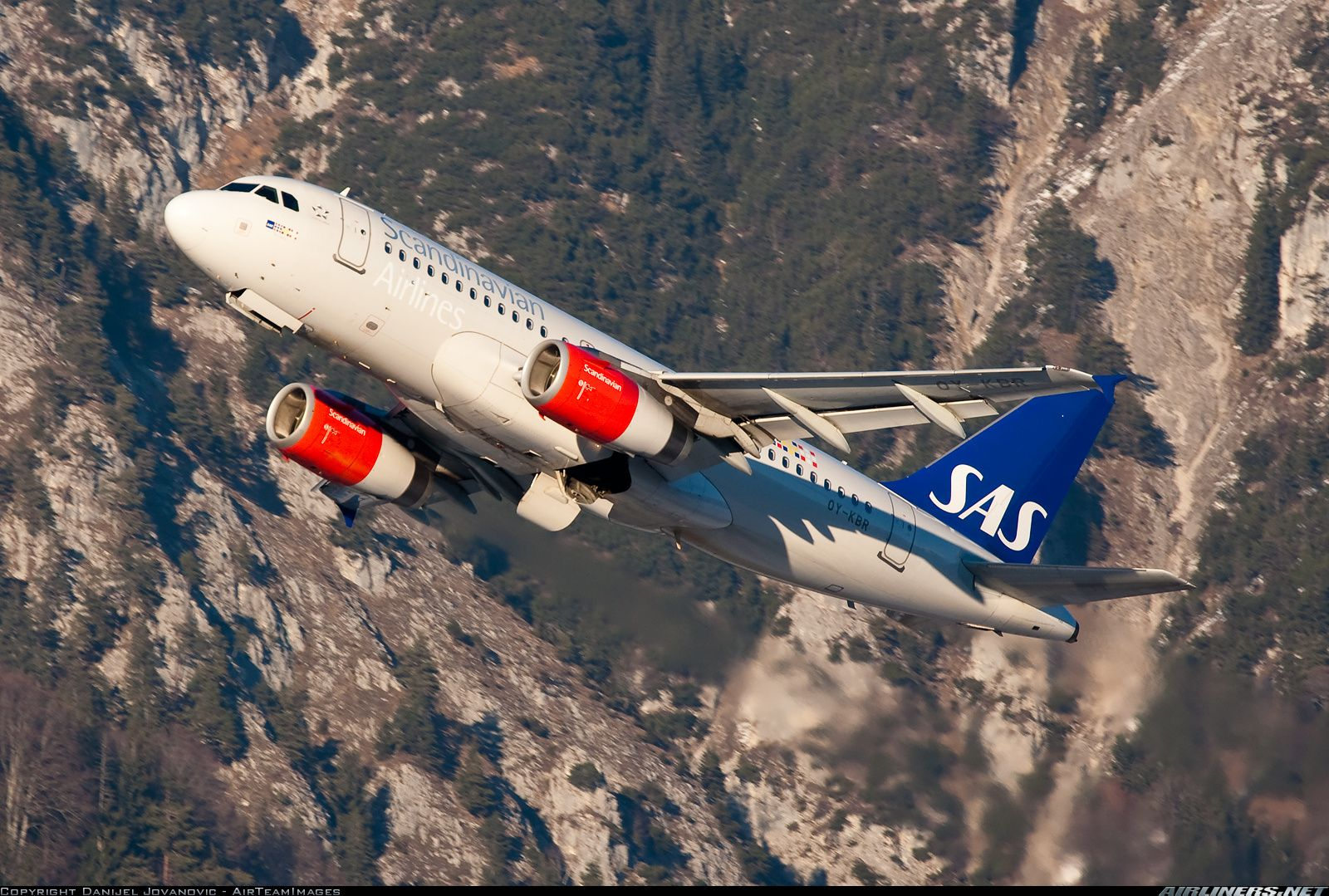 Photos Airbus A319 131 Aircraft Pictures Airliners Net Scandinavian Airlines System Sas Airlines Airbus