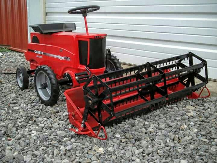 CASE IH 7088 Pedal Combine with Custom Built working Head   Pedal