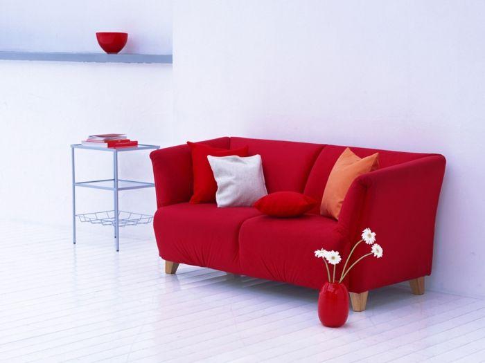 rotes sofa ins innendesign einbeziehen inspirierende rote sofas rote sofas deko vasen und. Black Bedroom Furniture Sets. Home Design Ideas