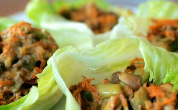 Barquinho de alface com carne moída: receita da Bela Gil - Receitas - GNT