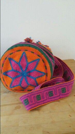 """Buideltas """"Indiana crochet"""" Haakwerk www.metdehand.nl/winkel/the-new-moon"""