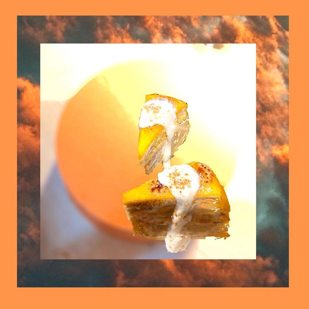 中秋來點新嘗試 🌕🌖鹹蛋黃白玉芋泥千層🌓🌔 放入應景元素 讓中秋節很中秋 讓你的中秋少不了金派😝 販售9/13~9/15 限定版 ! . ~~~~今日甜點~~~~ 🔸伯爵櫻桃千層 🔸抹茶紅豆千層 ⭐️中秋限定-鹹蛋黃芋泥千層 🔸烤熱熱莓果磅蛋糕 🔸火鳳凰生乳酪 🔸大人味提拉米蘇 🔸芒果野人 🔸夏日芒果焦糖烤布蕾 ⭐️中秋限定飲品-柚見桃花 . 🏠空白服飾&金派甜點🍮🍰 基隆市愛三路75號2&3樓 ☎️02-2428-2479 🈺️[ㄧ~四 ]14:00~22:30/ [ 五~日]12:00~22:30 . @ 空白