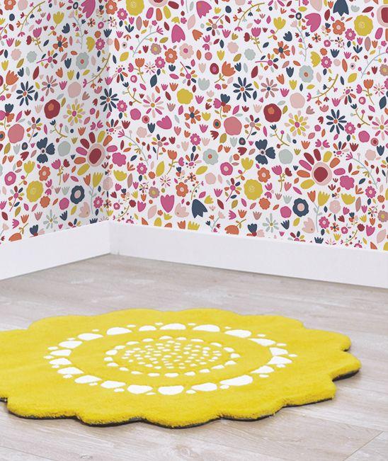MiPetiteLife.es - Alfombra Lilipinso infantil flores amarilla. Alfombra Infantil en forma de flor. La alfombra que le dará el toque de color a las habitaciones infantiles. Fabricación artesanal. Una gama de alfombras suaves y acolchados, 100% algodón tejido a mano 2200g/m2. Terciopelo corto y tupido. H.10-11mm. Fabricado en la India. www.MiPetiteLife.es