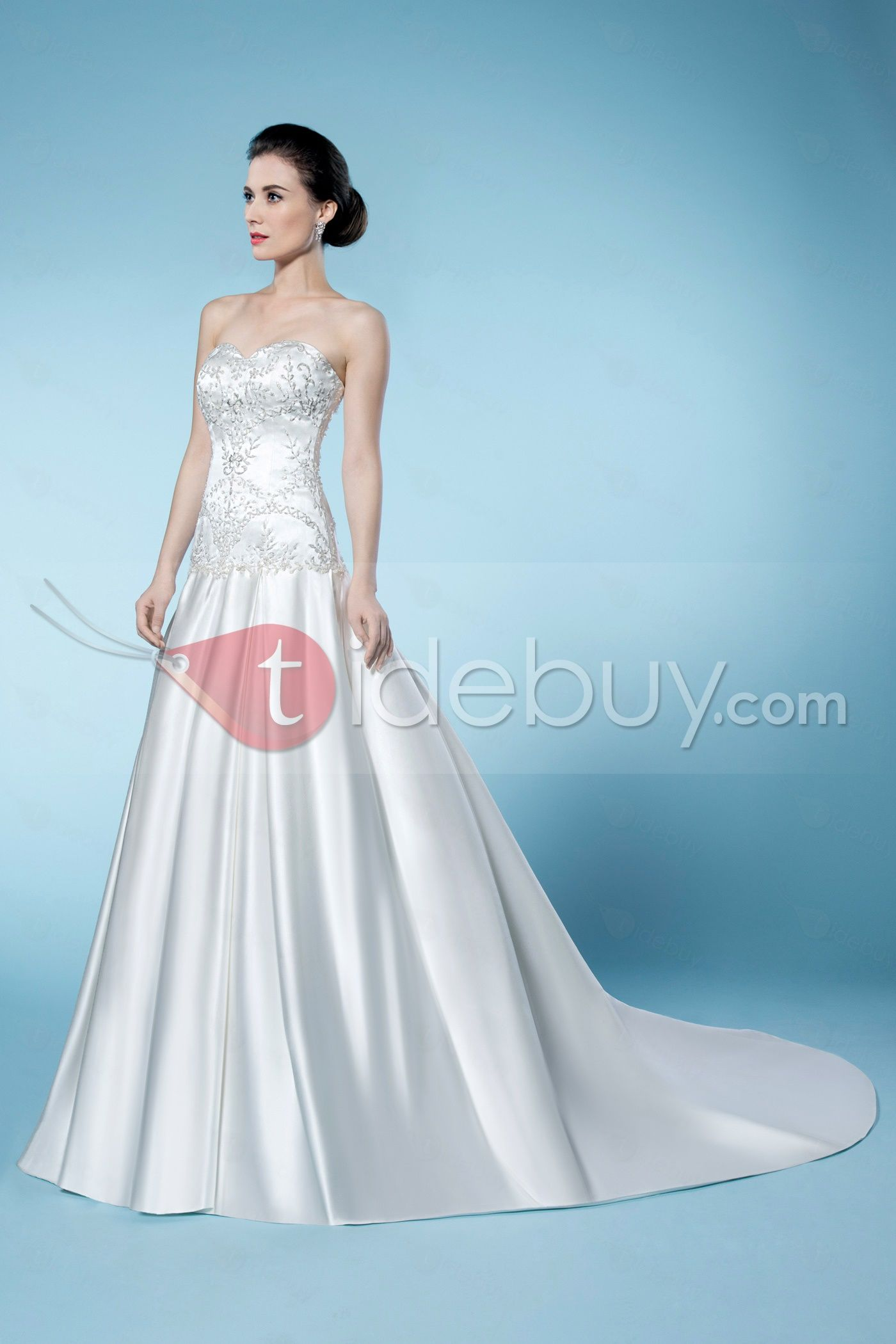 Glamorous appliques sweetheart zipperup chapel train sleeveless