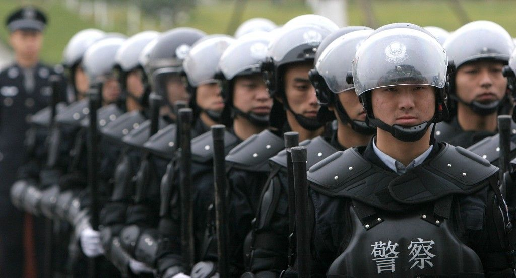 A crescente paranoia do regime chinês com a manutenção da estabilidade   #AtentadoàBomba, #CarolWickenkamp, #ForçasDeSegurança, #ManutençãoDaEstabilidade, #PartidoComunistaChinês, #Protestos, #Raiva, #Repressão, #Violência
