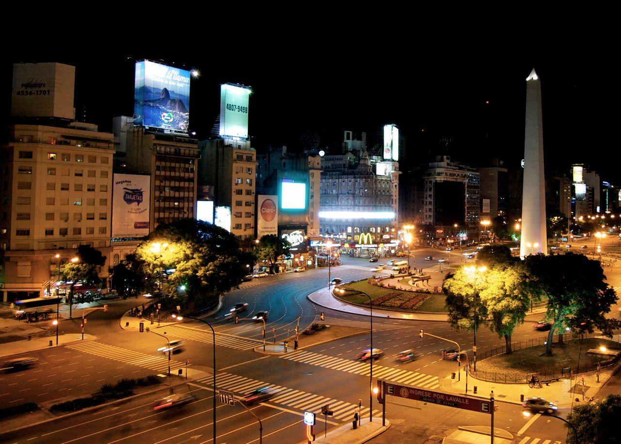 El Obelisco - Avenida 9 de julio - Buenos Aires - Argentina