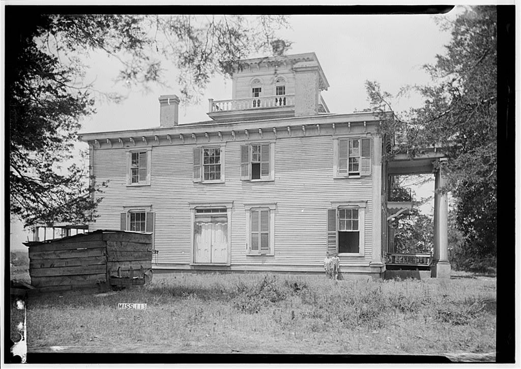 Side view of praire mont vaiden ms antebellum homes for Abandoned plantation homes for sale