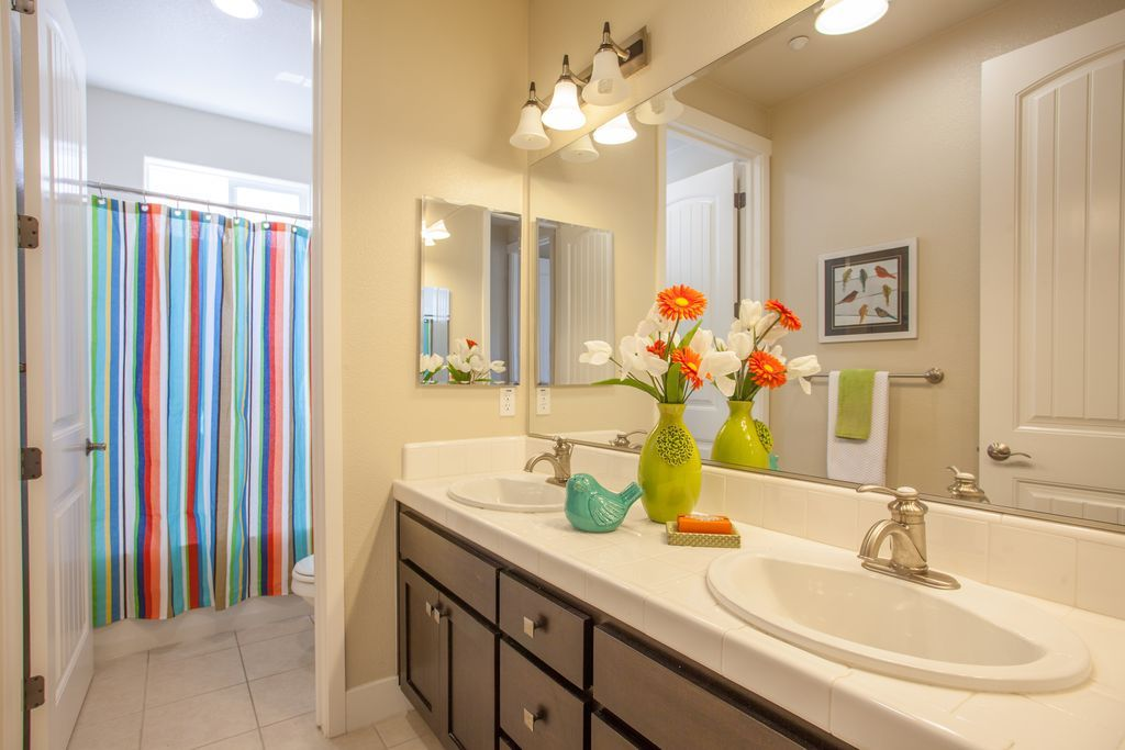 20 Cute and Colorful Kids Bathroom Ideas That Will Entice ...