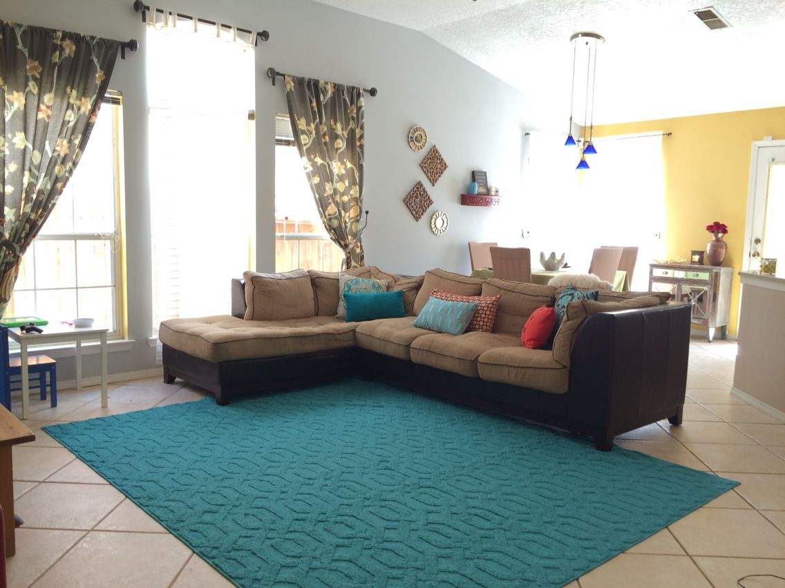 Teal color area rug and accent colors yellow teal red - Accent colors for gray living room ...