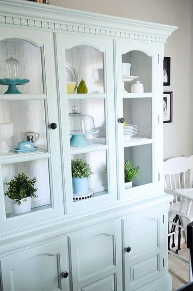 I Want A Cabinet Like This For All My Nice Glasses Vintage Silverware And Hopefully Some China One Day Paint Meuble Deco Relooking Meuble Meuble De France