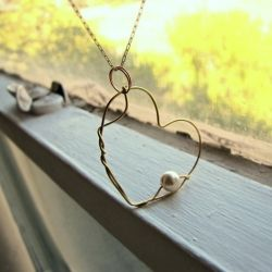 wire heart with pearl