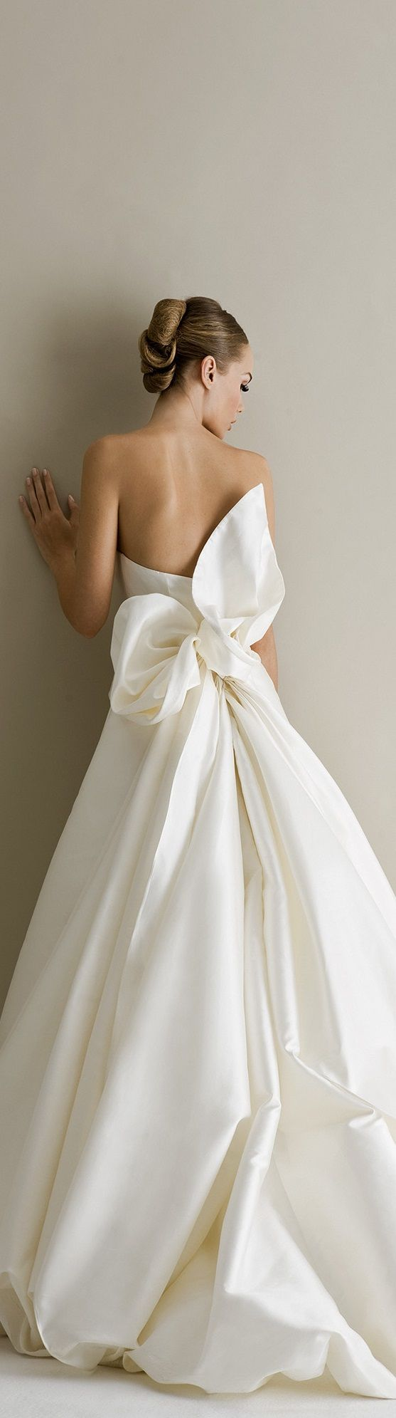 Wedding dress with bow on back  ANTONIO RIVA BRIDAL COLLECTION  I LOVE THIS BACK HOW BEAUTIFUL