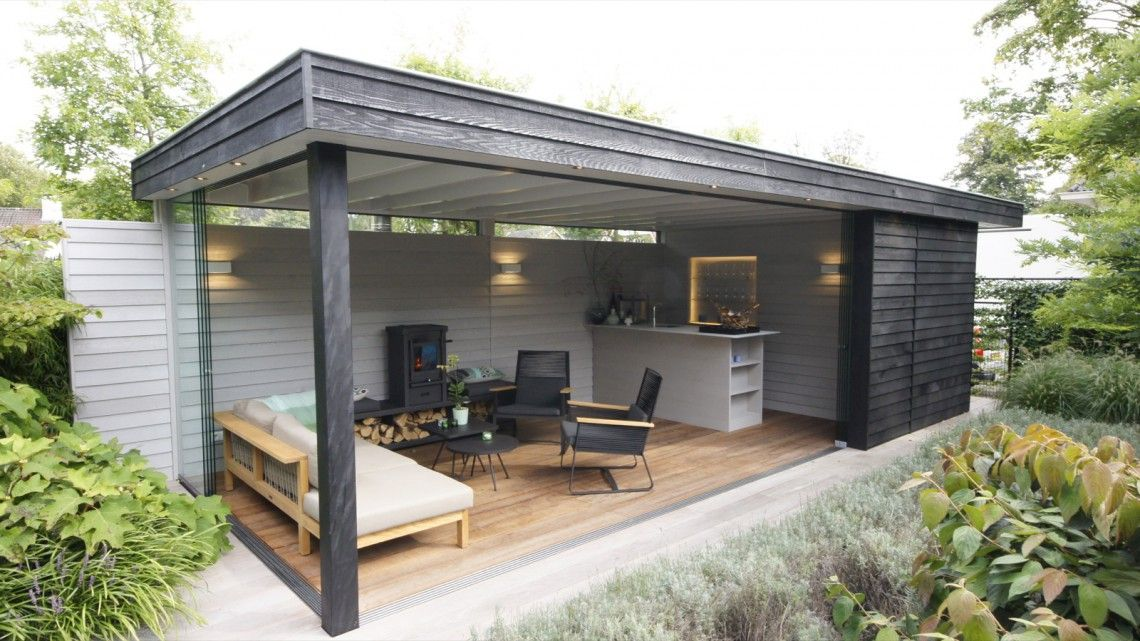 Langens arhitektura in backyard garden and