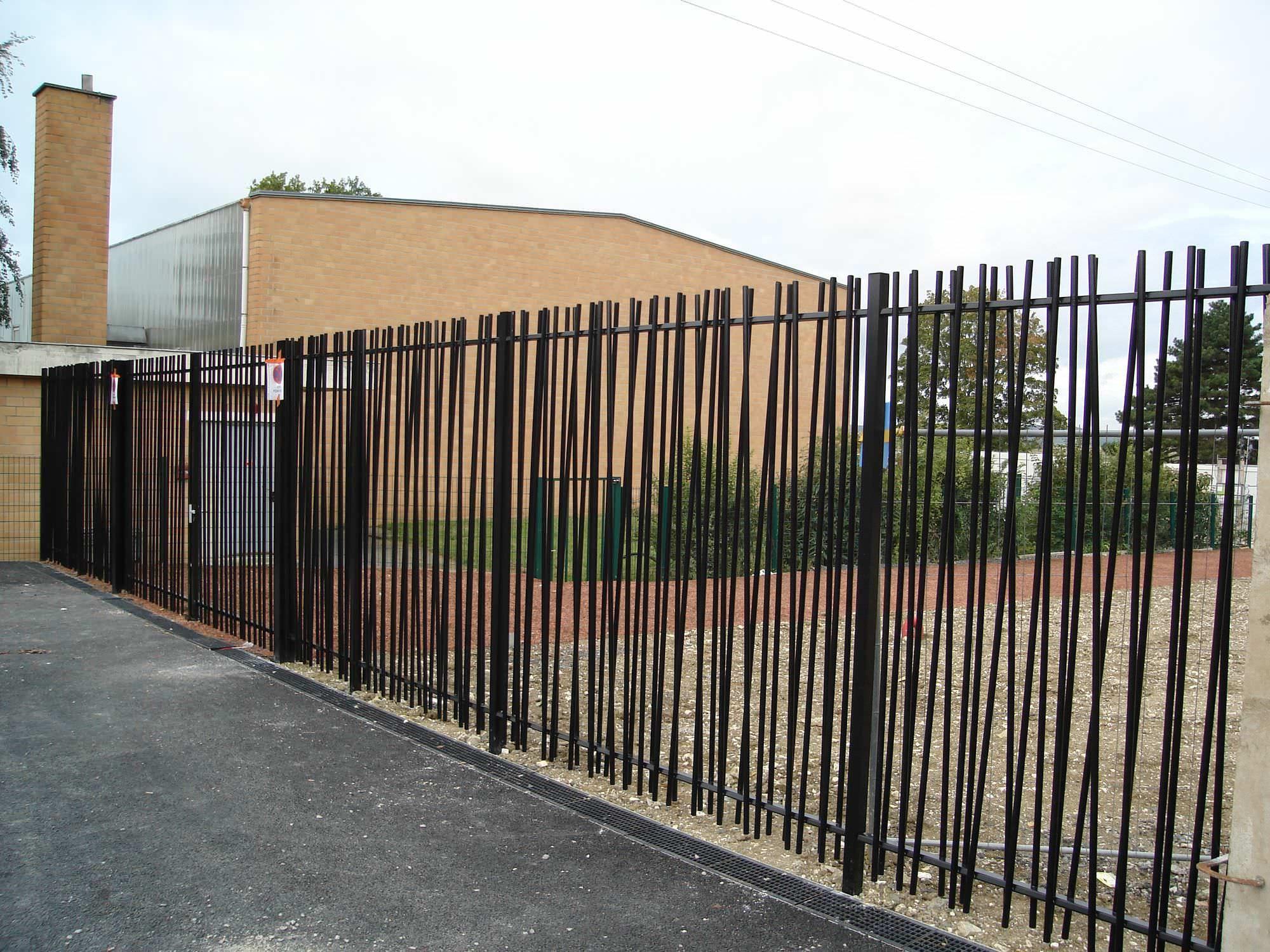 Cl´ture de jardin  barreaudage en métal modulaire ROSEAU